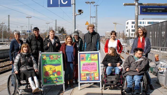 Die Künstler präsentierten sich und ihre Werke im Rahmen einer Vernissage im Caritas Buchcafe.