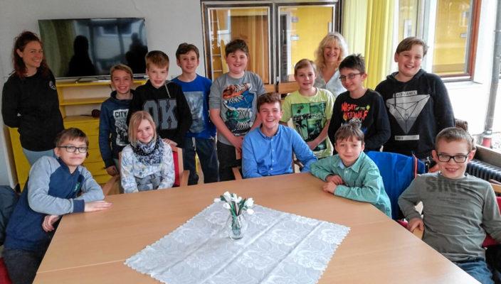 Voller Vorfreude auf das generationenübergreifende Projekt sind die Schüler der Johann-Rieder-Realschule Rosenheim.