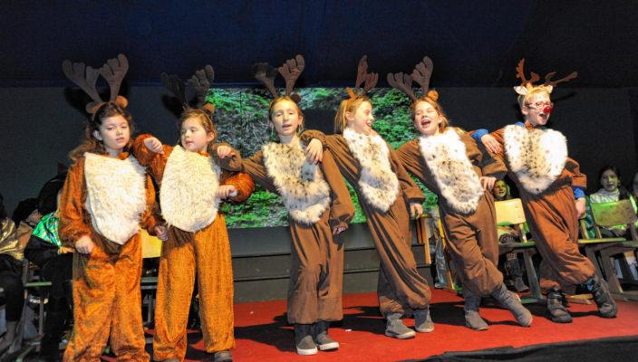 Mit eigenen Rollen steht schon der Nachwuchs in Immling auf der Bühne. Foto: Nicole Richter