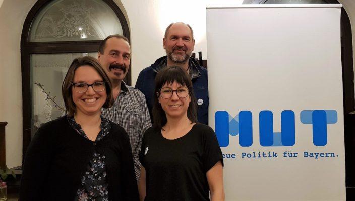 Der neugewählte Vorstand: Jennifer Neffke, Michaela Dietrich (vorne, von links) sowie Joseph Altenburger und Stefan Birle (hinten, von links).