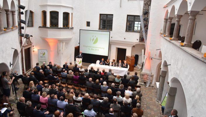 Blick auf die Mitgliedsversammlung des WV in historischem Ambiente. Foto: ps