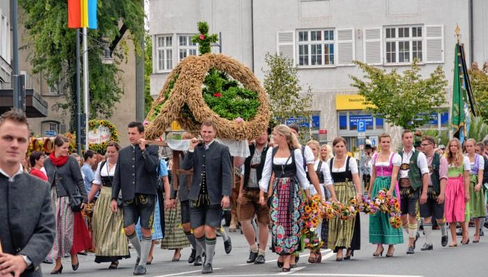 Herbstfest und Tracht gehören zum Brauchtum in Rosenheim. Foto: Schlecker