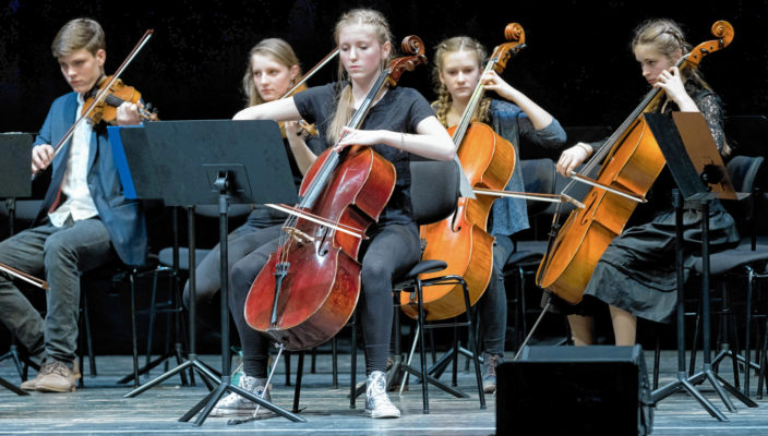 Neben dem kognitiven Unterricht spielt sowohl der handwerkliche-künstlerische als auch der musikalische Unterricht eine wichtige Rolle an der Waldorfschule.