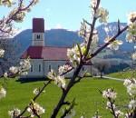 Eine wahre Idylle ist die Florianskirche bei Frasdorf. Foto: hö