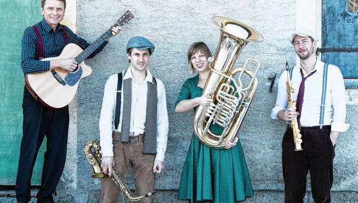 Werner Meier (links) und seine Combo mit Uli Wangenheim, Jutta Kees und Florian Riedl (rechts).