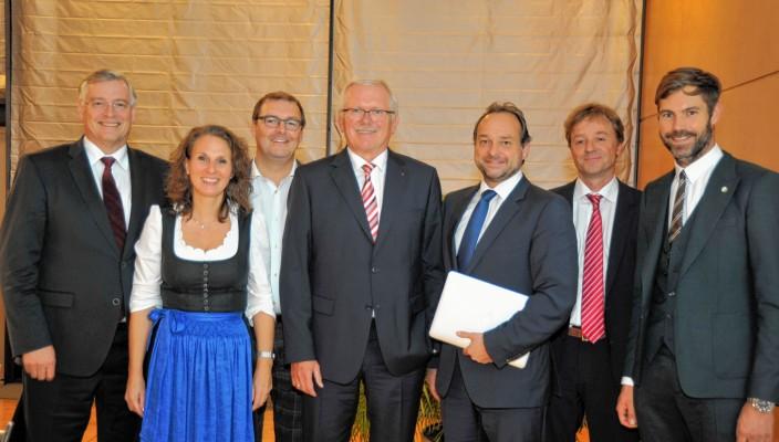 Die komplett neu gewählte Vorstandschaft (von links): Alfons Maierthaler, Christina Pfaffinger, Paul Adlmaier, Reinhold Frey, Oliver Döser, Dr. Florian Rummel und Tobias Tomczyk.