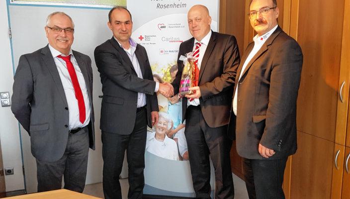 Auf eine gute Zusammenarbeit auch im Jahr 2017 (von links): Erwin Lehmann (Caritas), Anton Reiserer (Arbeiterwohlfahrt, Klaus Voss (Diakonie) und Stefan Müller (Bayerisches Rotes Kreuz). Nicht auf dem Bild ist Franz Langstein (Paritätischer Wohlfahrtsverband).
