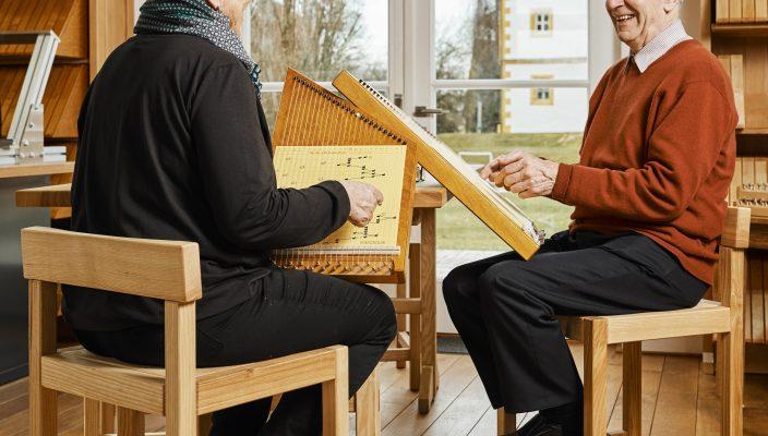 Nach kurzer Zeit ertönt das erste Lied mit der Zauber-harfe.