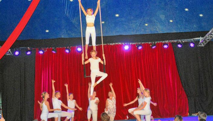 In fünf Tagen lernen Kinder ab sechs Jahren die Zirkuswelt kennen und zeigen ihr Können bei der abschließenden Galavorstellung.