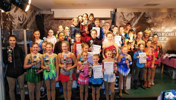 Die letzte Siegerehrung des Tages: Hier gab es die Pokale für die strahlenden Sieger der Gruppe Nachwuchs A.