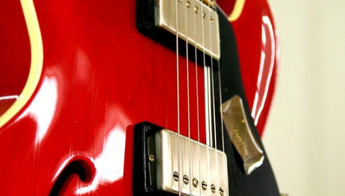 Keine Rockmusik ohne E-Gitarre. Sie hat ihren Festtag am 27. November