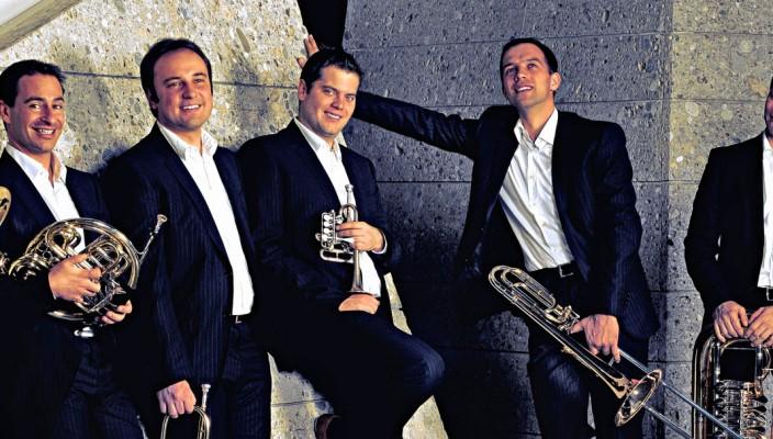 Die sechs vituosen Musiker verzaubern bei ihrem Konzert im Innmuseum die Zuhörer mit Musik, die Bezug zum Wasser hat.