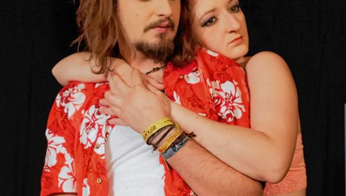 Spielten überzeugend: Jutta Schmidt in der Rolle der Birgit und Florian Fuchs als Charlie. Foto: Jacobi