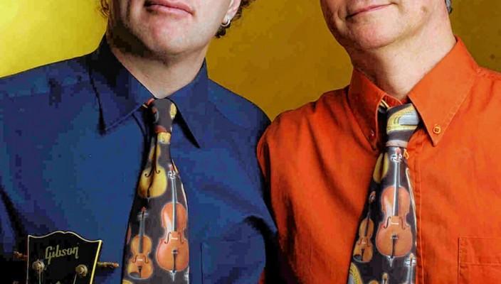 "Paul Stowe und Trevor Morriss sind ,,Matching Ties""."