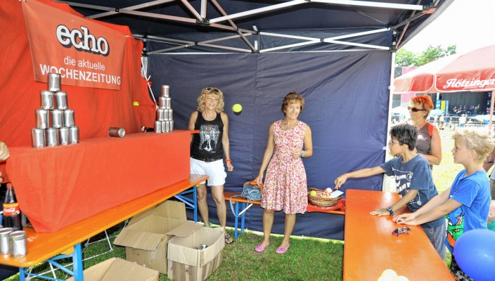 Am Sonntag kamen wieder viele Besucher zu unserem echo-Stand beim großen Familienfest. Foto: Schlecker